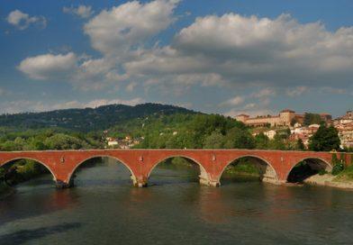 MONCALIERI – Si ripulisce il Po dai tronchi, parzialmente chiuso il ponte su corso Trieste